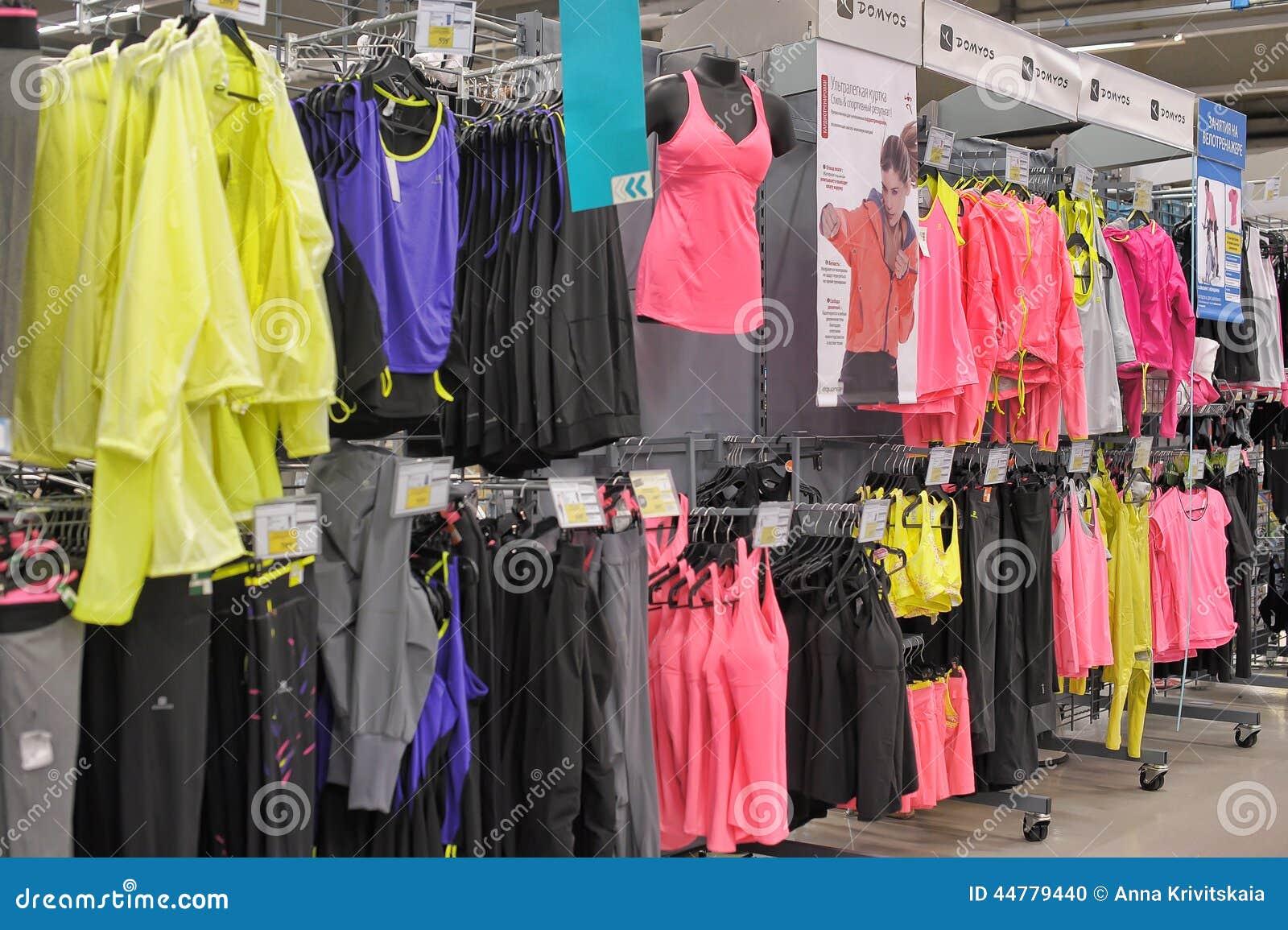 tout neuf 479fe fec1e Magasin De Vêtements De Sport Image éditorial - Image du ...