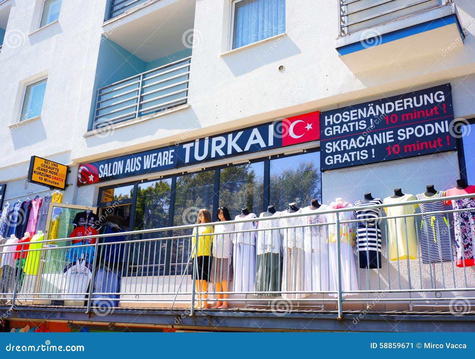 Magasin turc de vêtements photo éditorial. Image du entrée ...