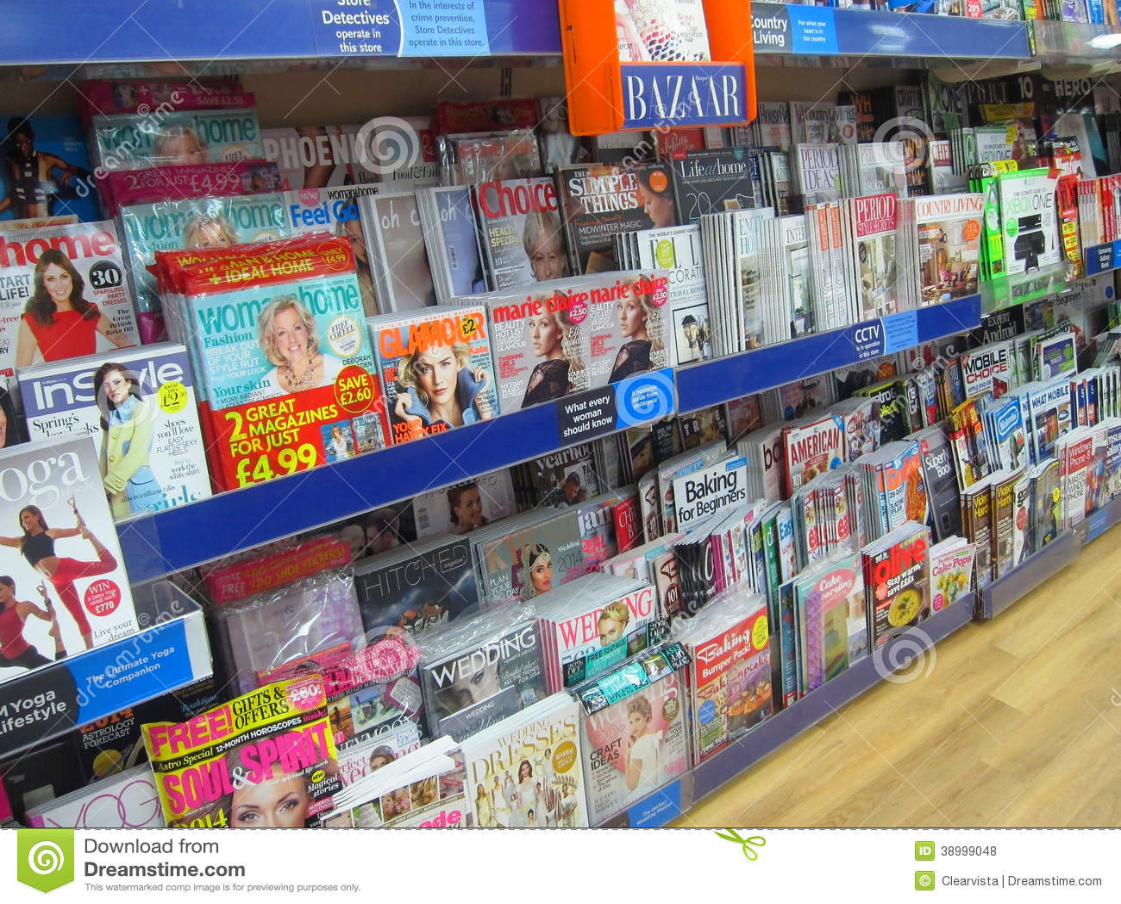 Magazines à vendre dans un magasin.