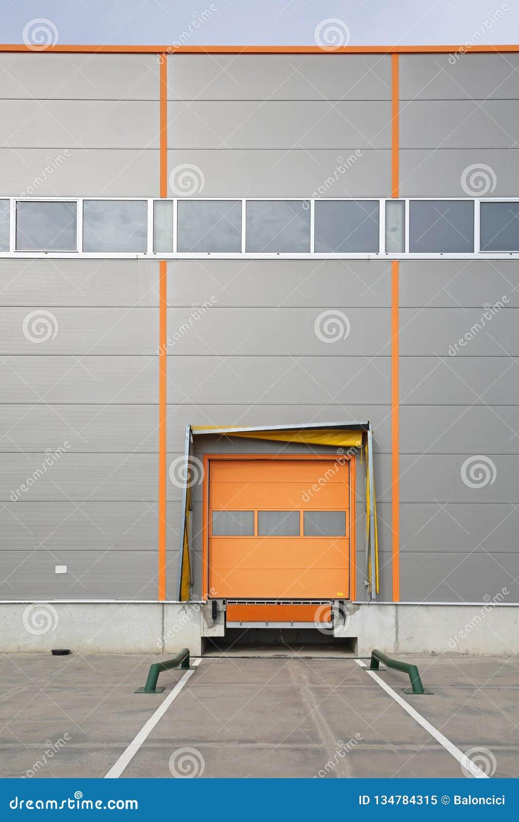 Magazynowy doku ładunku drzwi