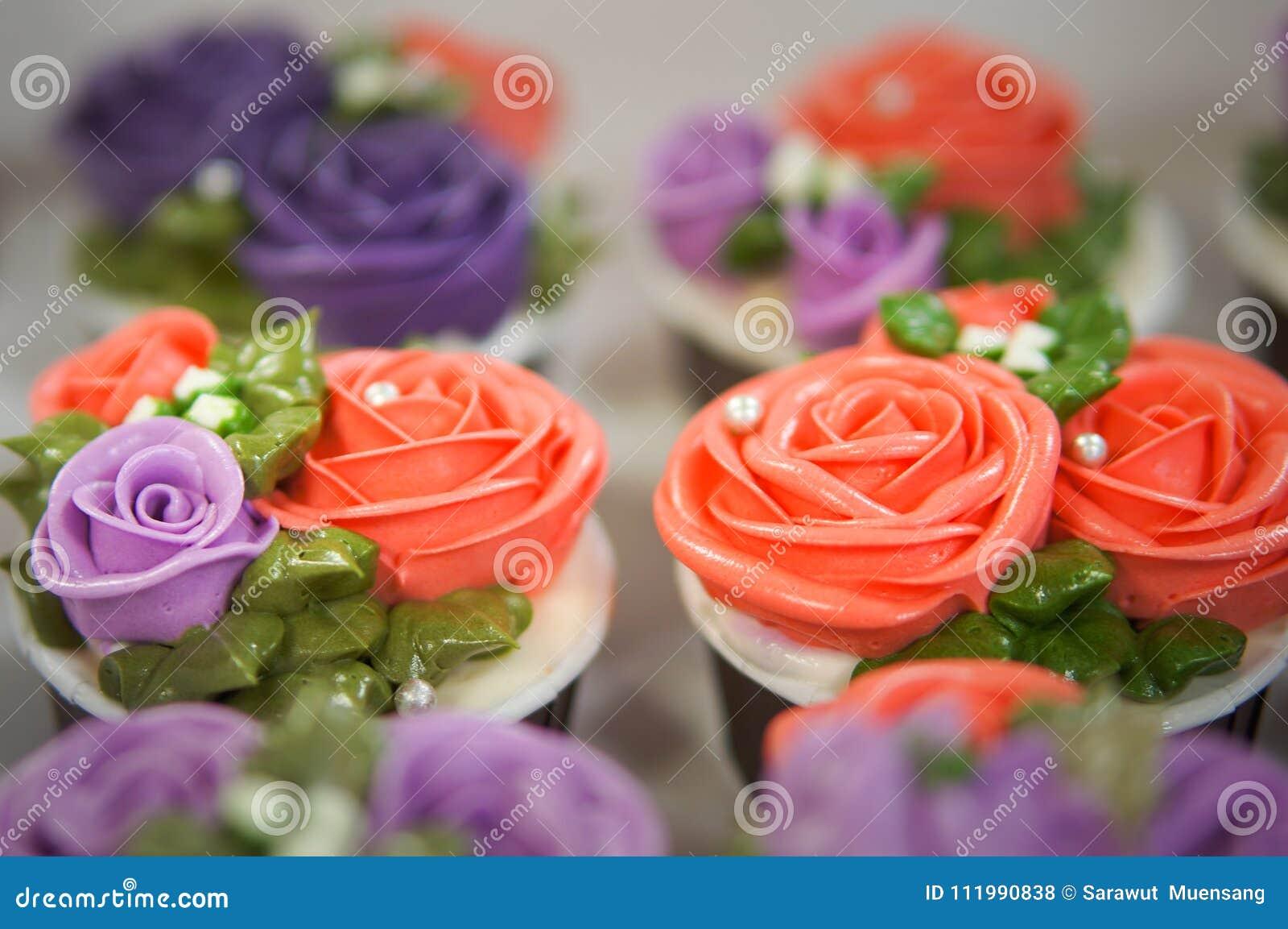 Magdalenas coloridas para el cumpleaños