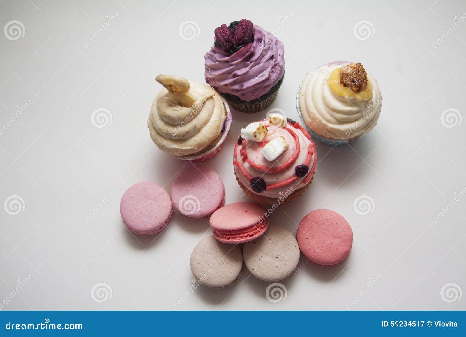 Download Magdalenas De La Fruta Con Las Sombras Profundas Imagen de archivo - Imagen de frosting, cupcakes: 59234517