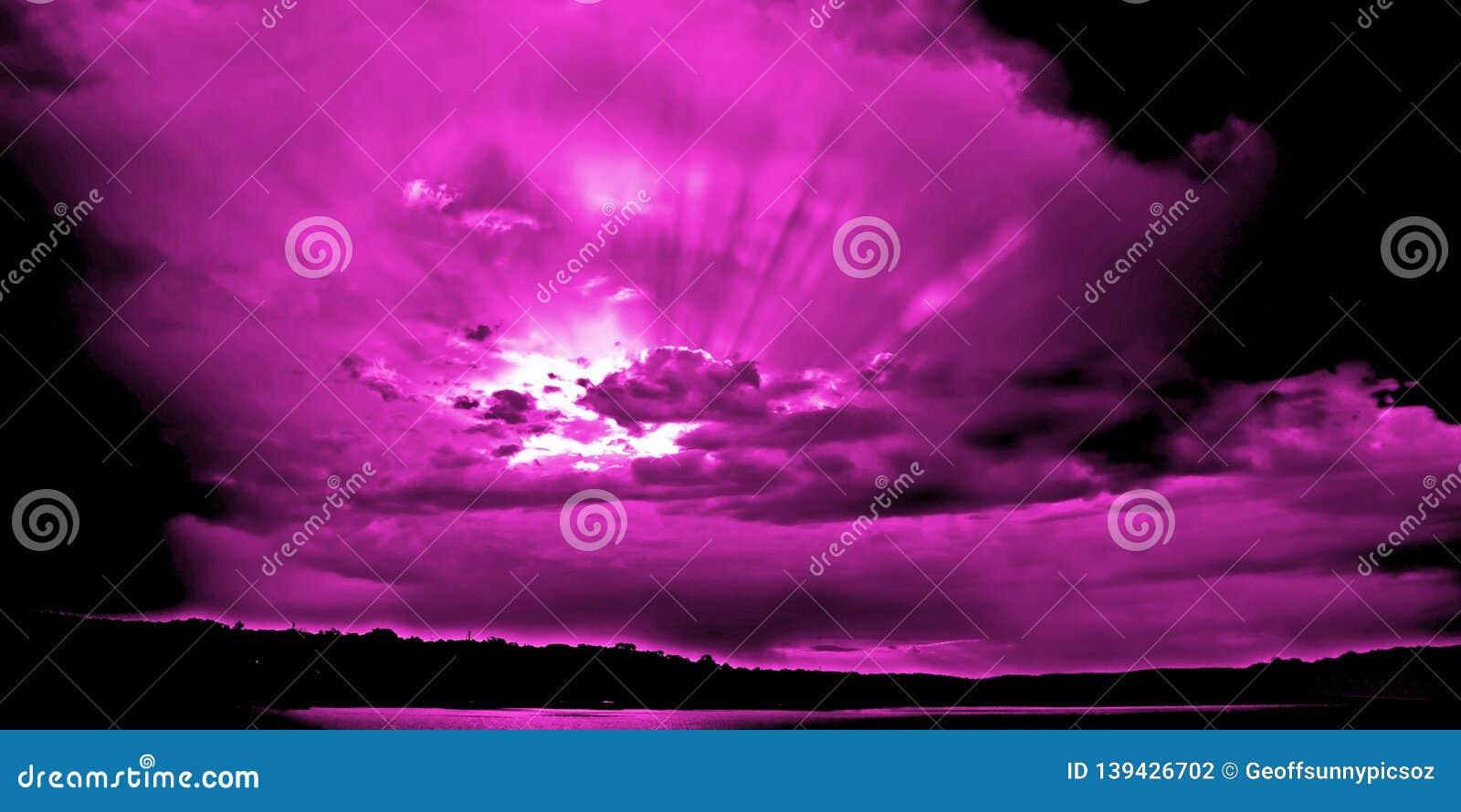 Magenta Sunset with Suns Rays