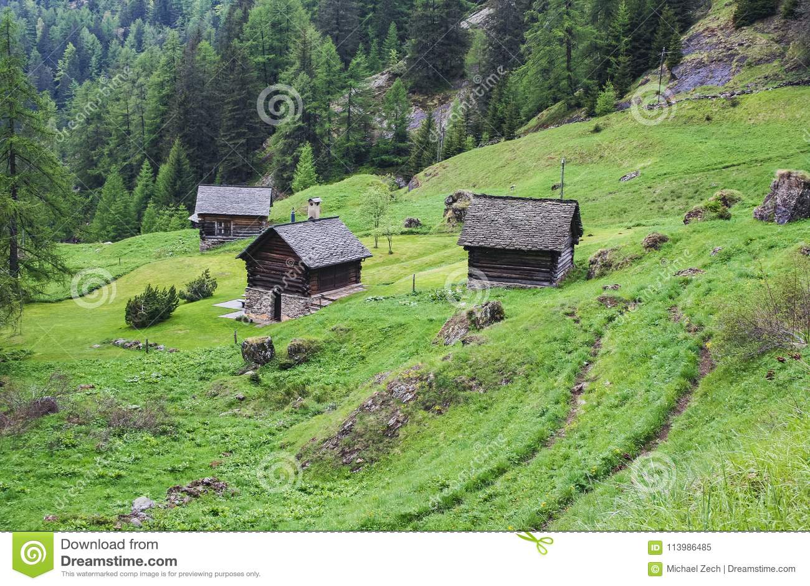 Maggia瑞士的谷部分的老房子