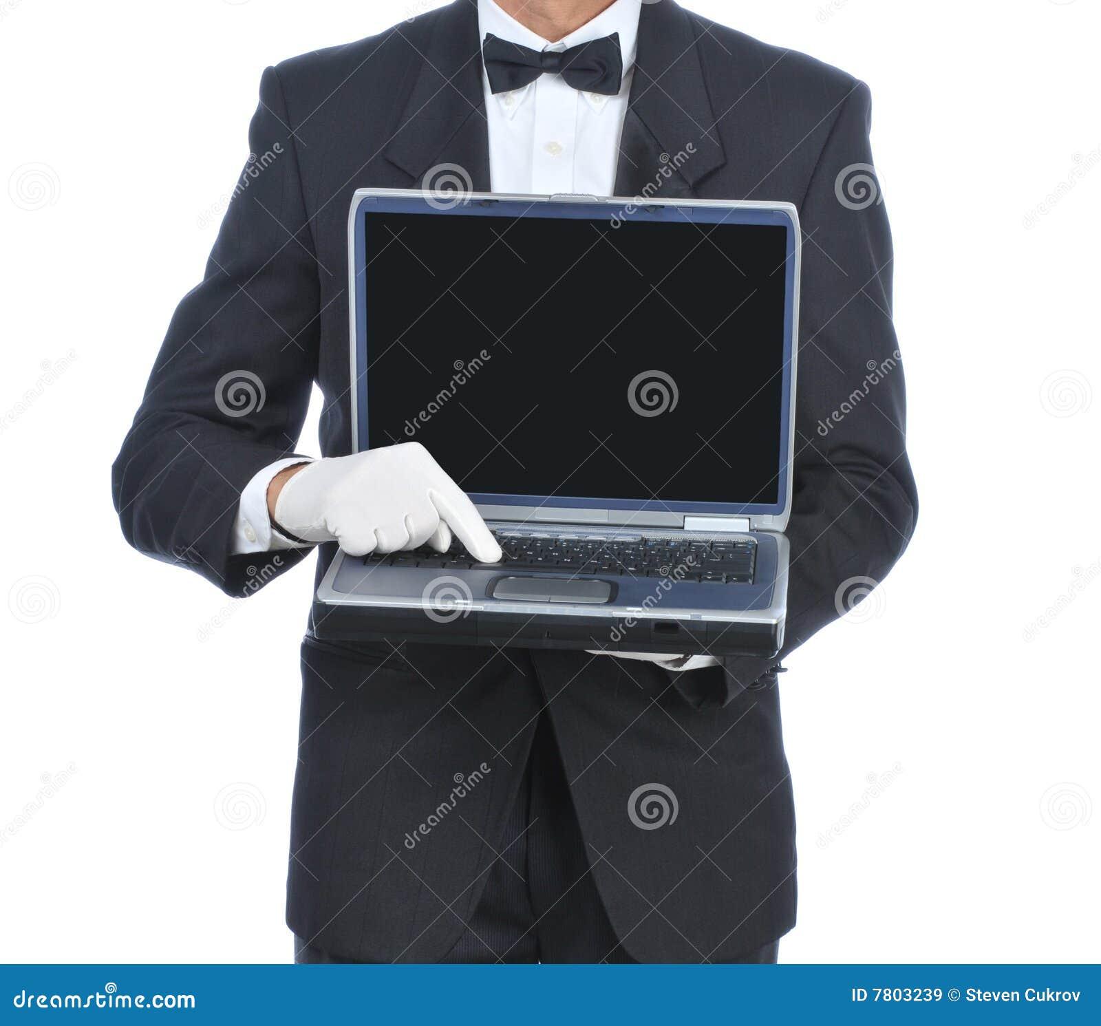 Maggiordomo con il computer portatile