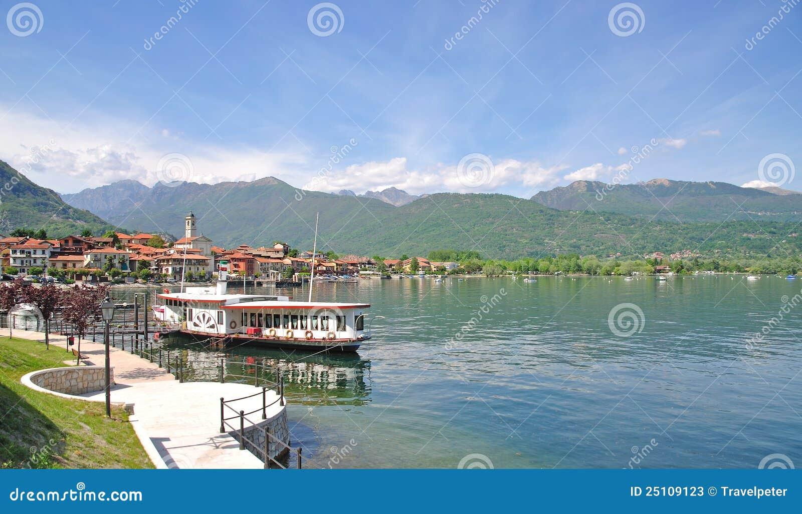 Maggiore för lake för bavenoitaly lago