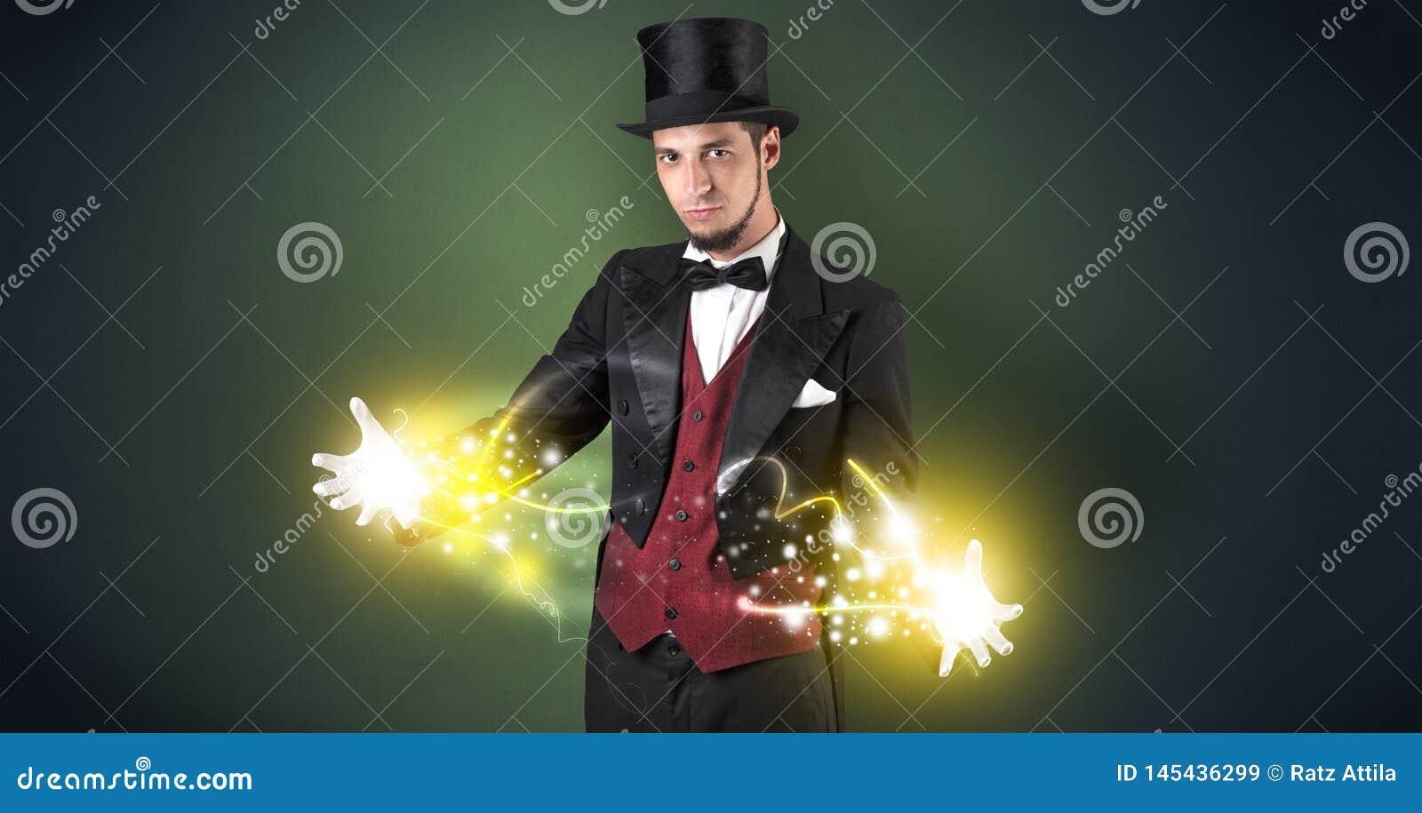 Magicien tenant sa puissance sur sa main
