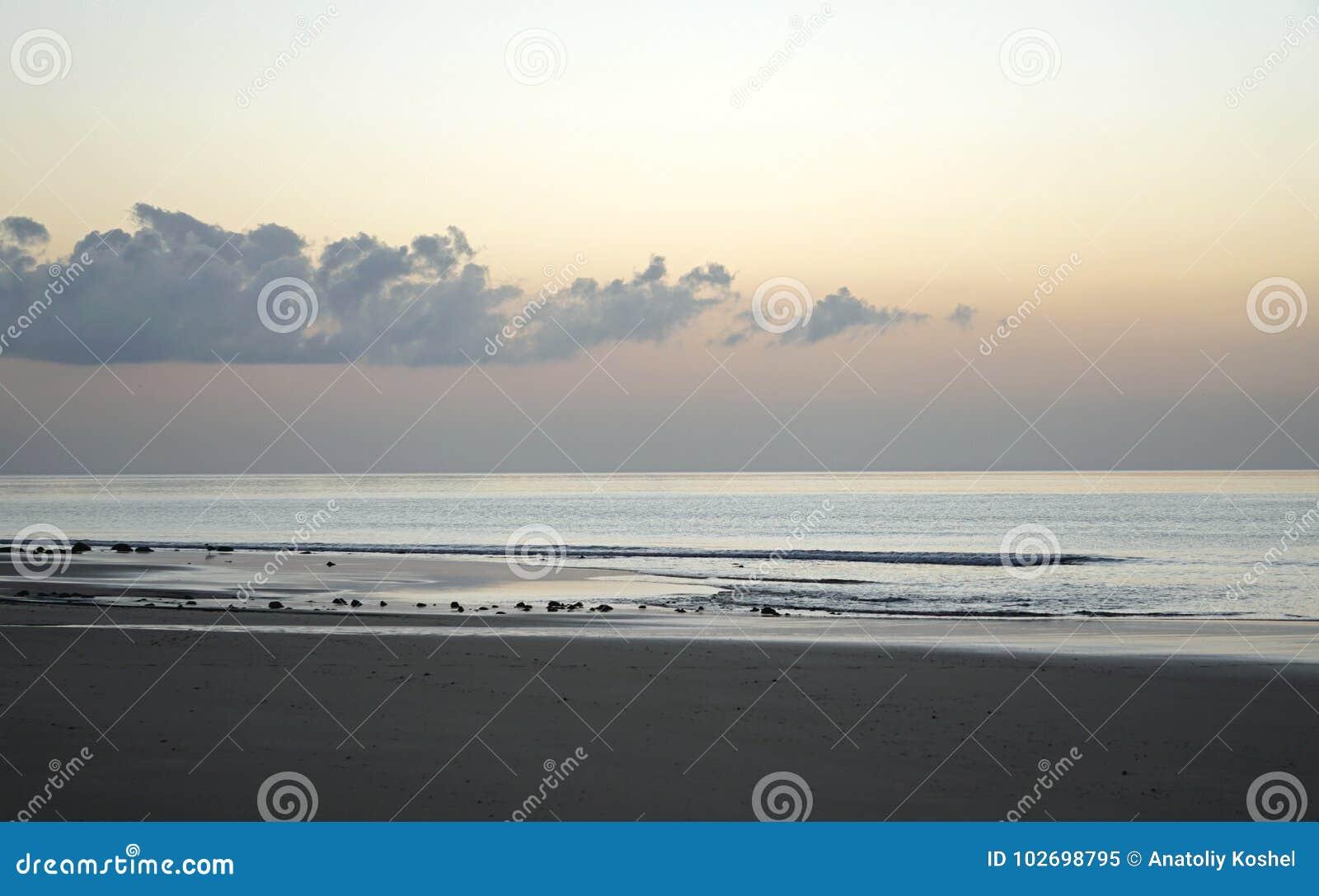 Magiczny ocean nadmiar atlantyckiego wschód słońca Ranek Fala kipiel Plaża
