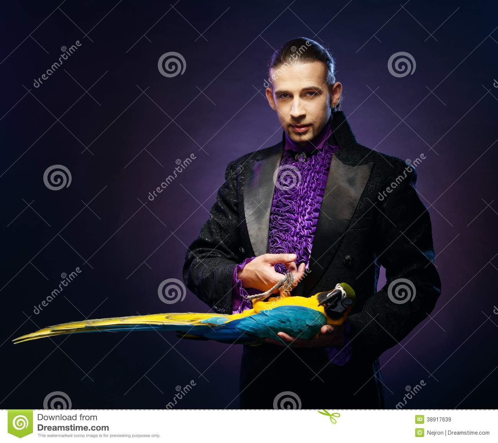Magika mężczyzna w scena kostiumu