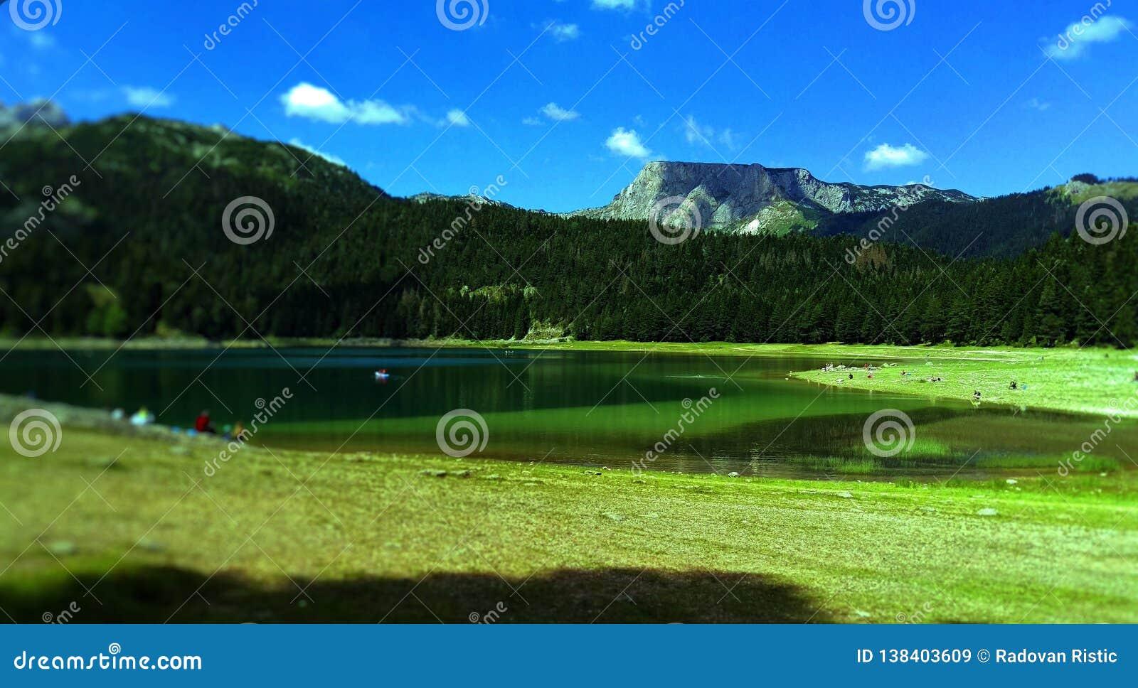 Magisch aardmeer op de berg