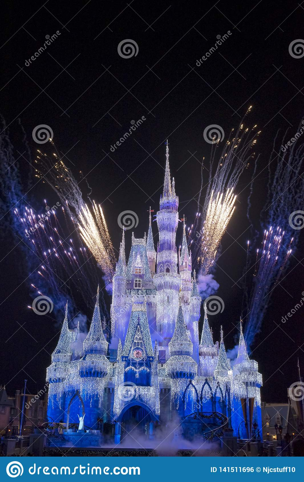 Magisch Koninkrijk Cinderella Castle Blue en Purper Vuurwerk Orland