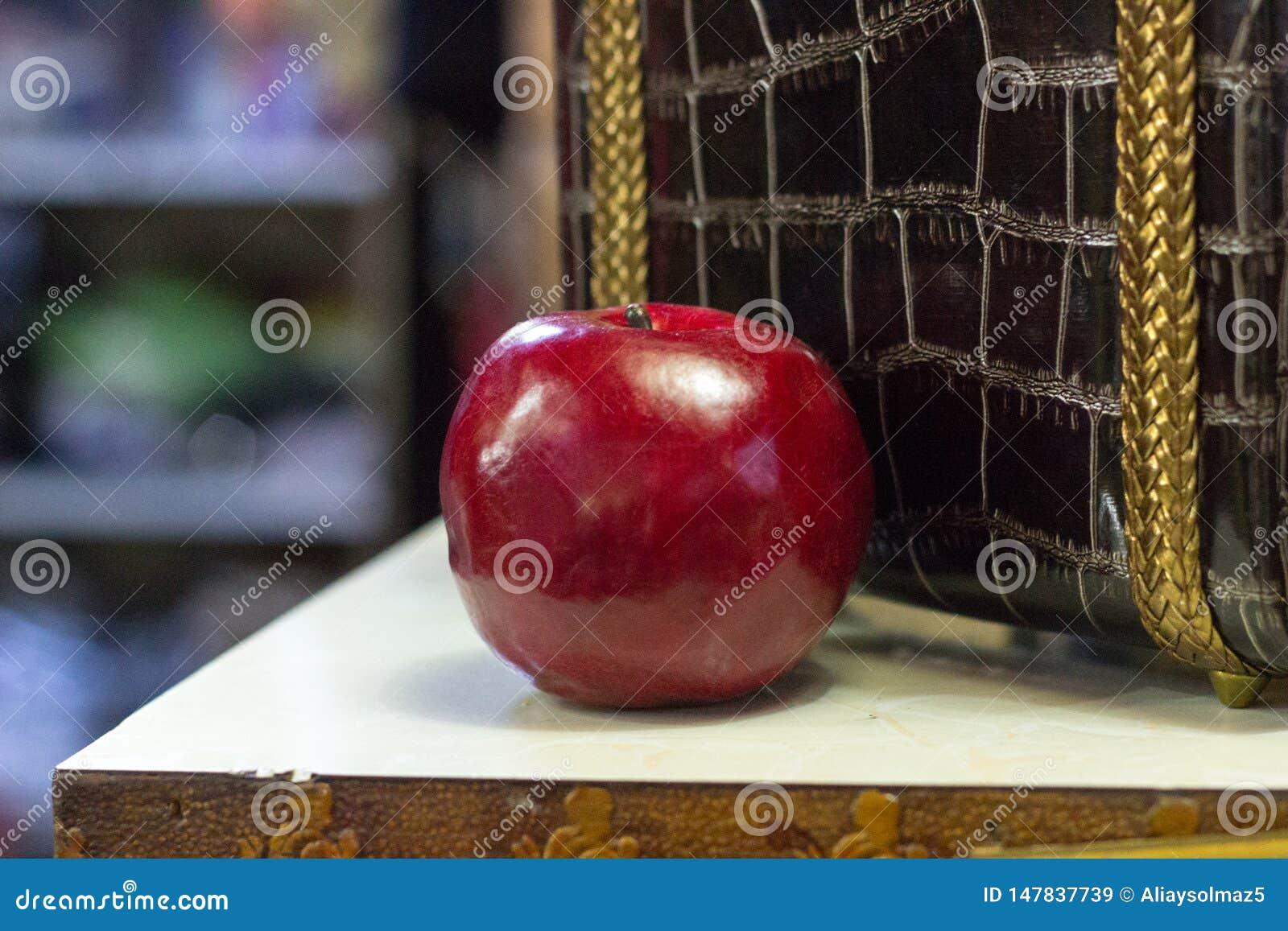 Magische appel van een verhaal, Vals Apple