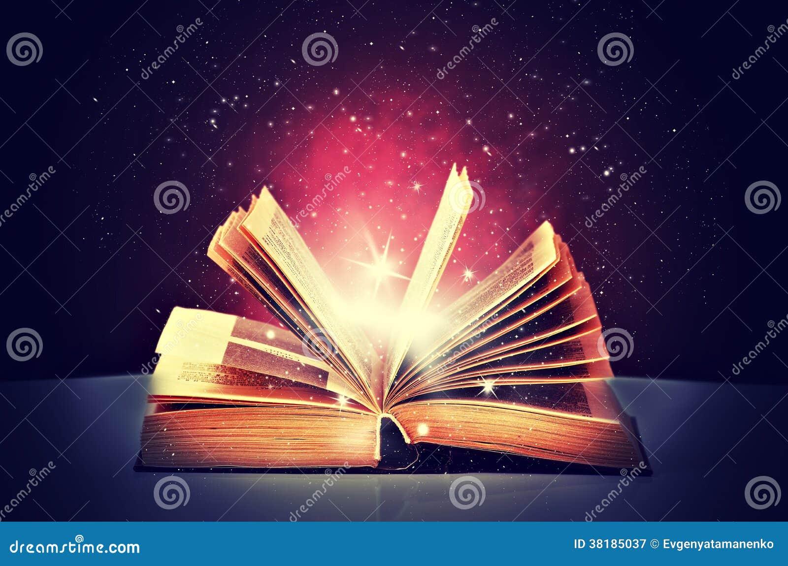 Magisches Buch offen