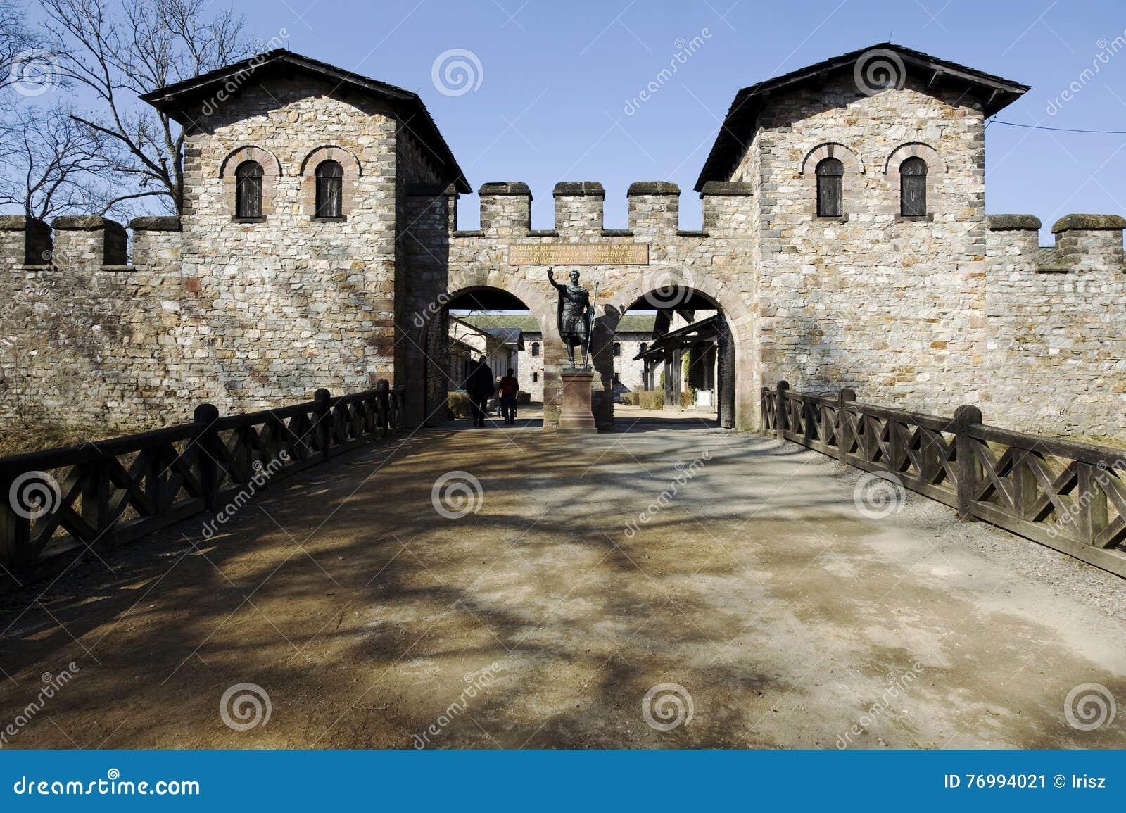 Magistrala port rzymski fort Saalburg blisko Homburg, Niemcy Złych/