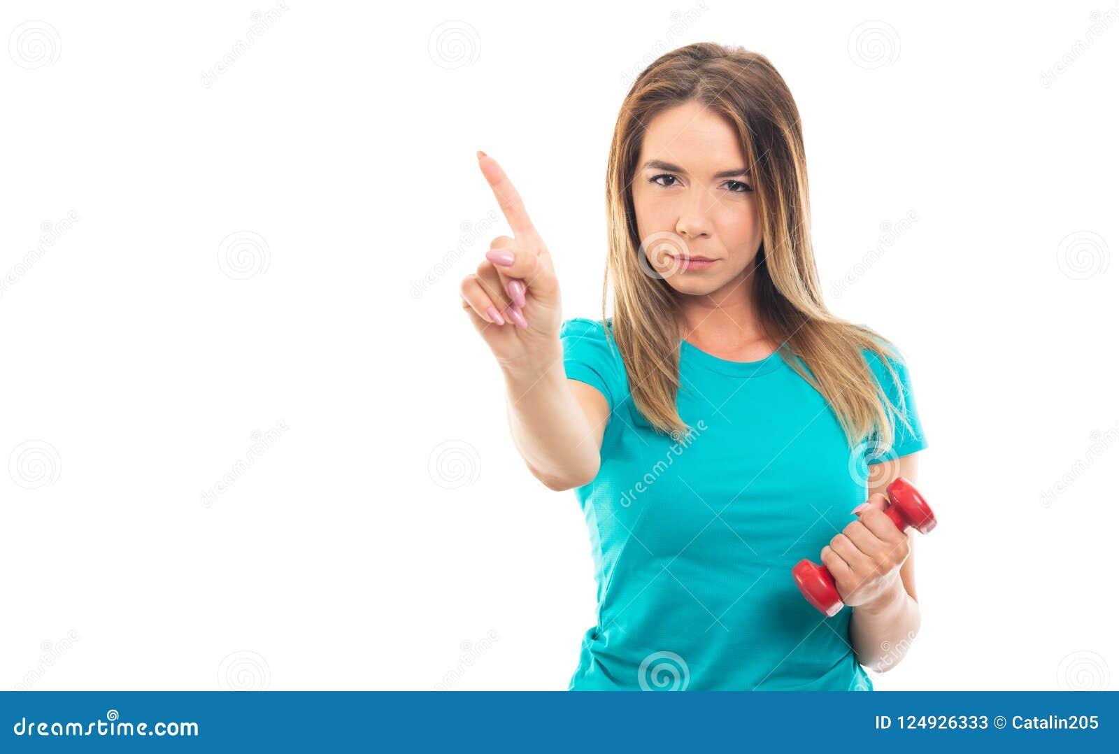 Maglietta d uso della giovane ragazza graziosa che non mostra gesto con il dito