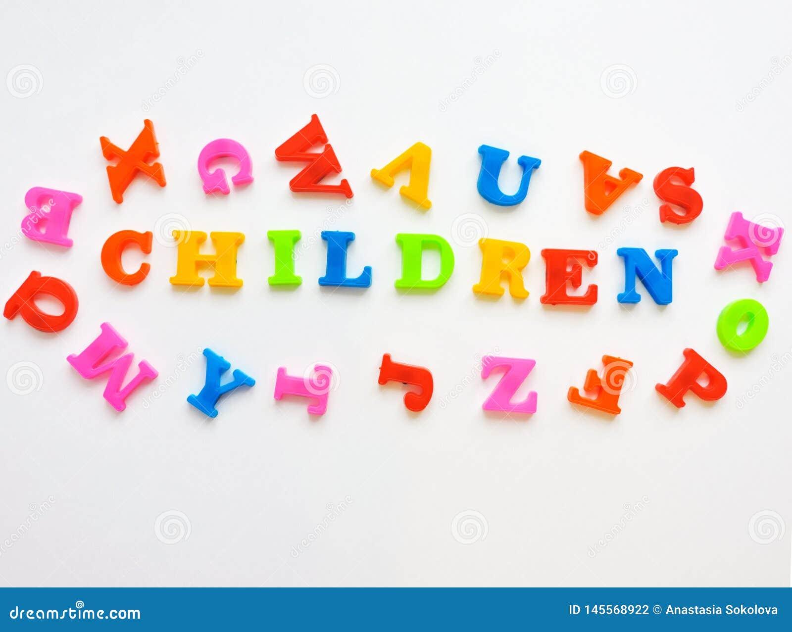 Magnesowi Plastikowi abc listy Odizolowywający Kolorowy plastikowy Angielski abecadło na białym tle
