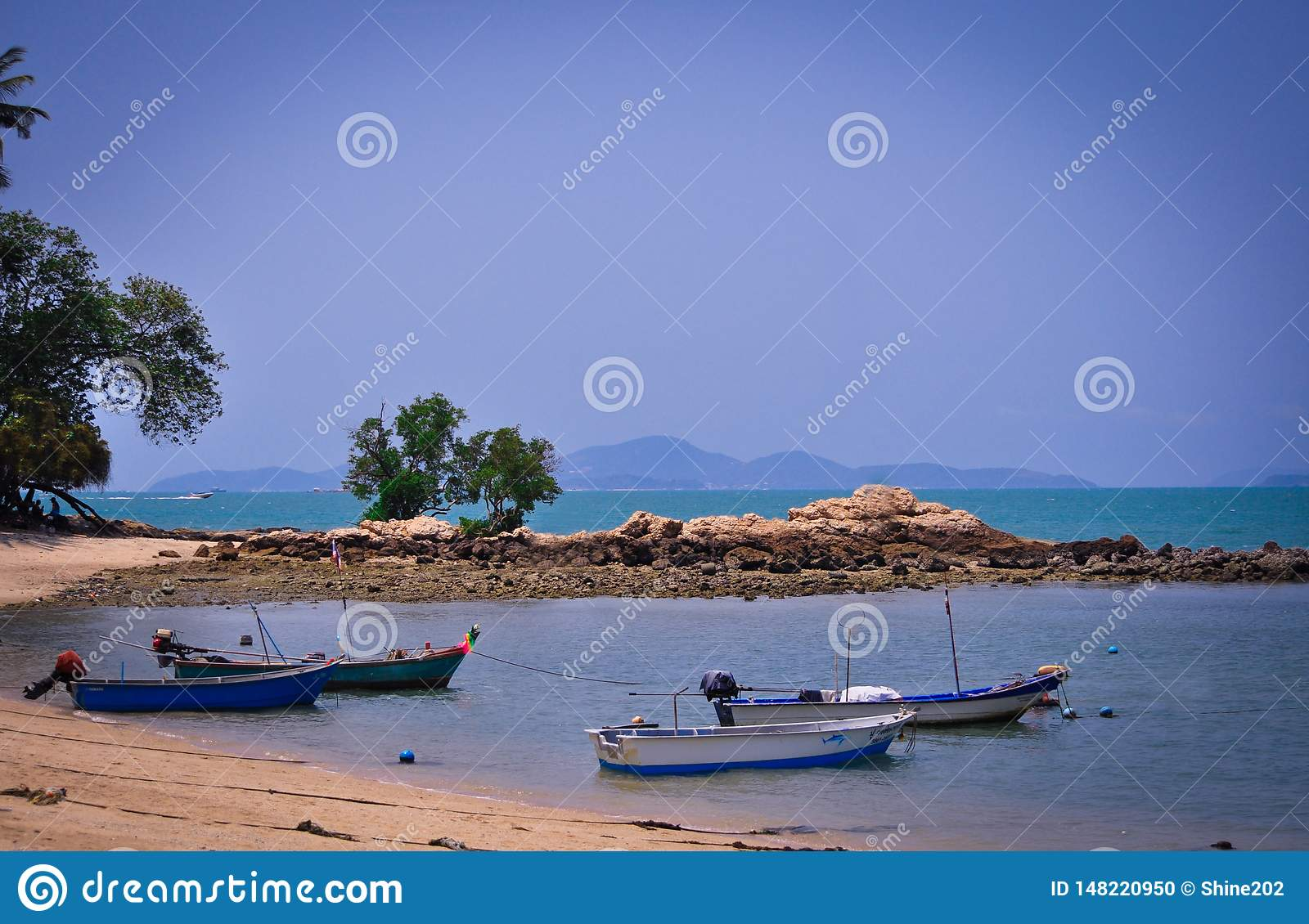Magnificent views of the endless sea, sandy strip and boats in Pattaya, Thailand