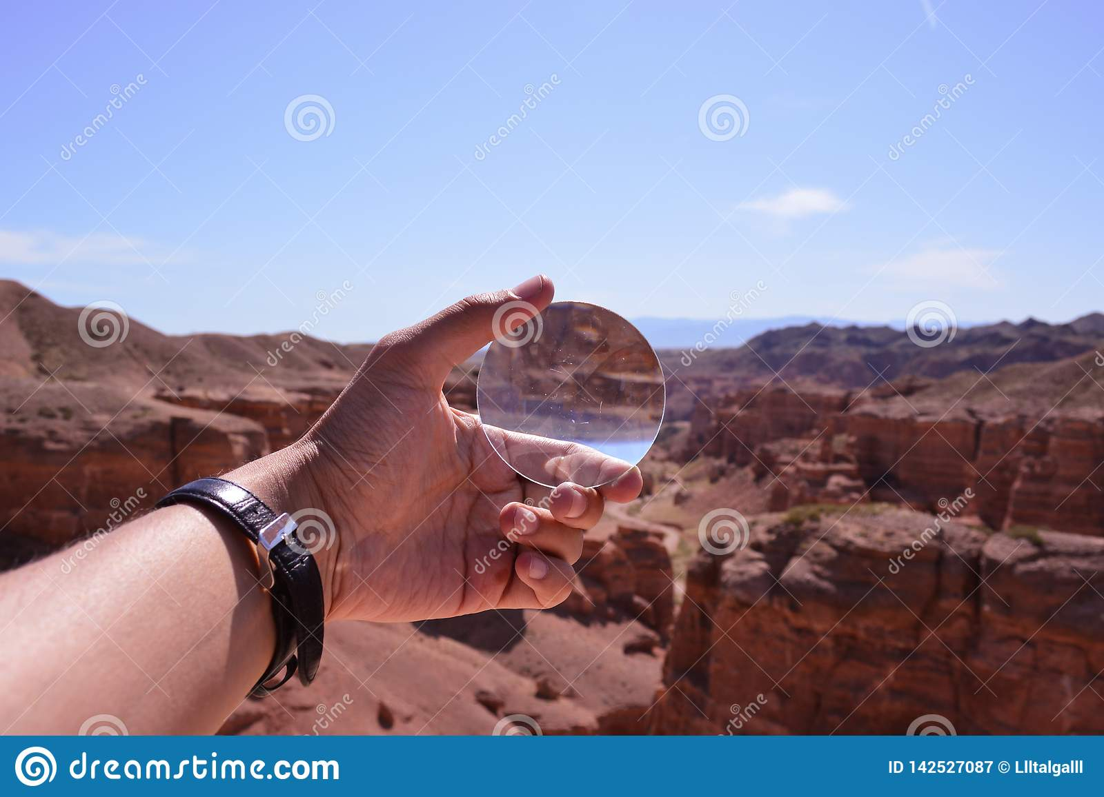 Magnifying glass. Charyn canyon.