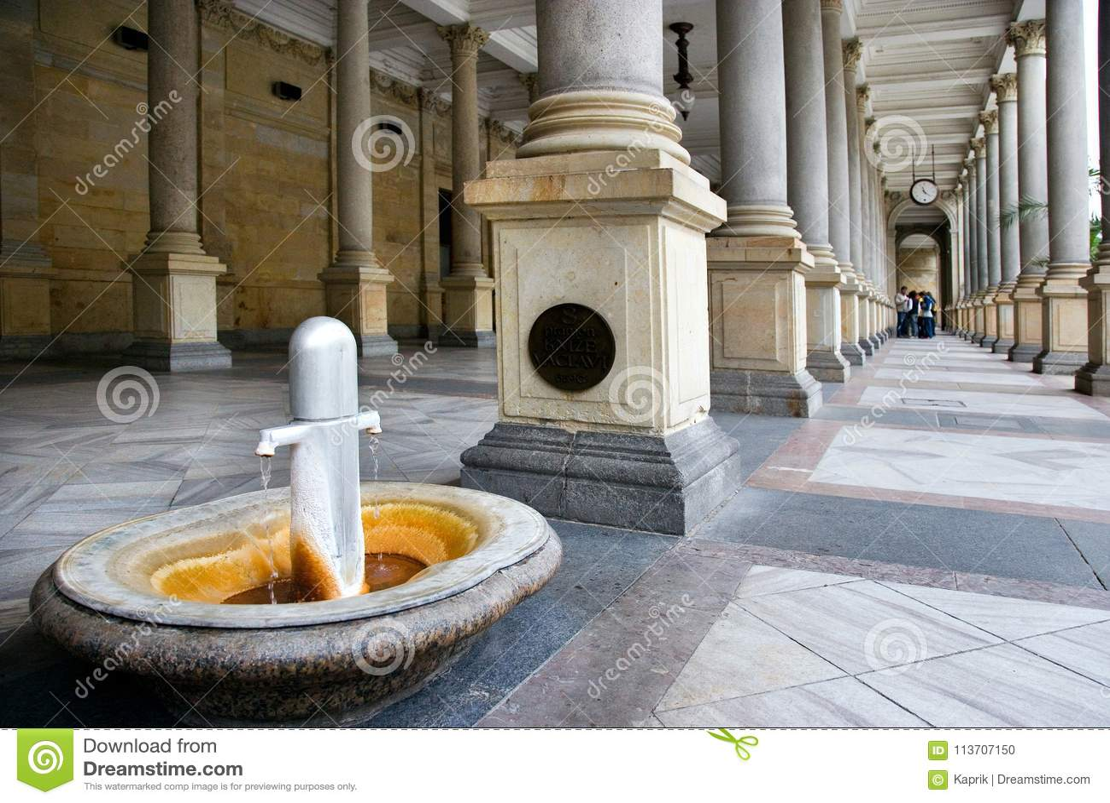 Mahlen Sie Kolonnade in der Badekurortstadt Karlovy Vary, West-Böhmen, Tschechische Republik