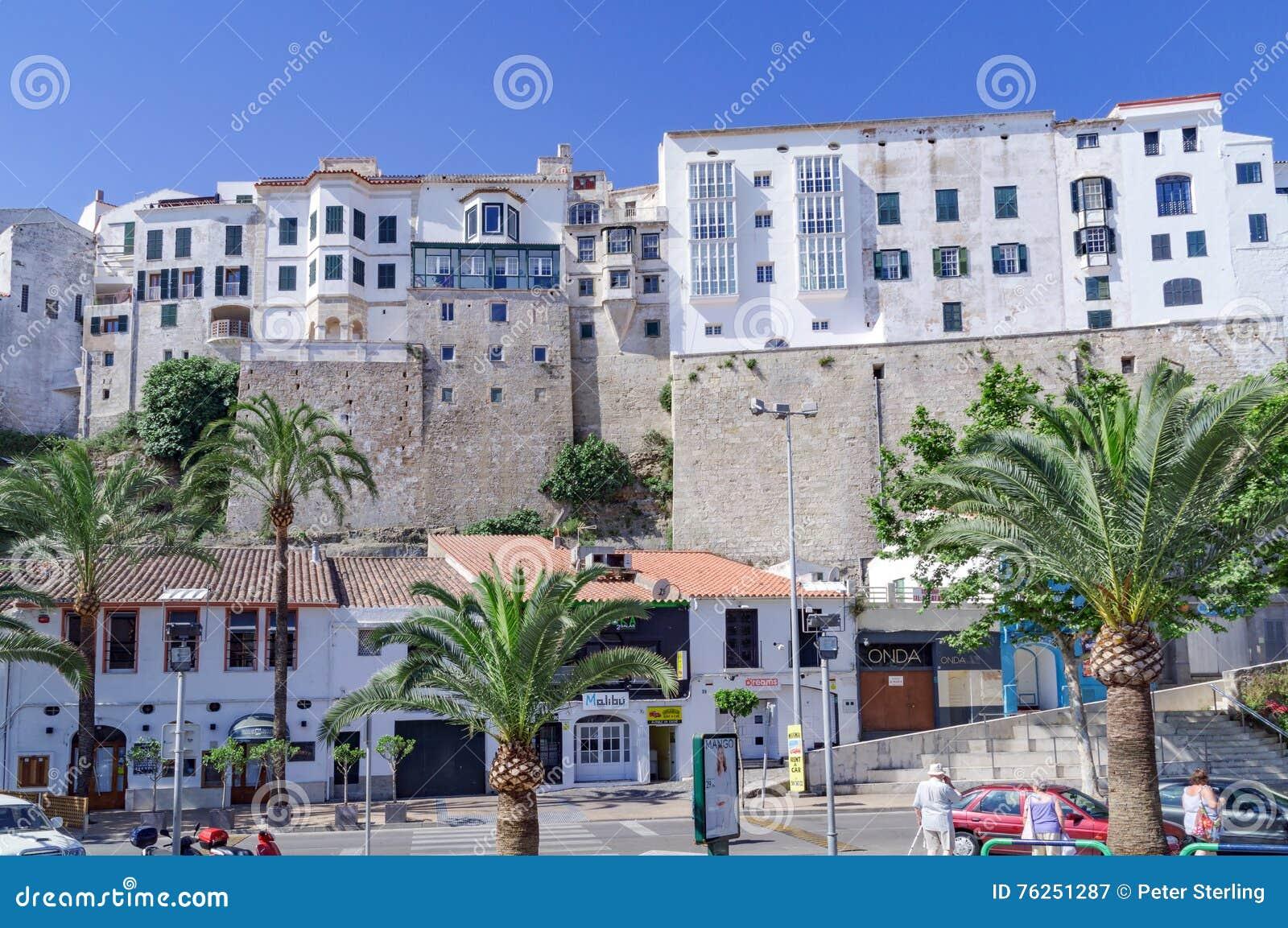 Mahon van de binnenstad en harborfront in Menorca