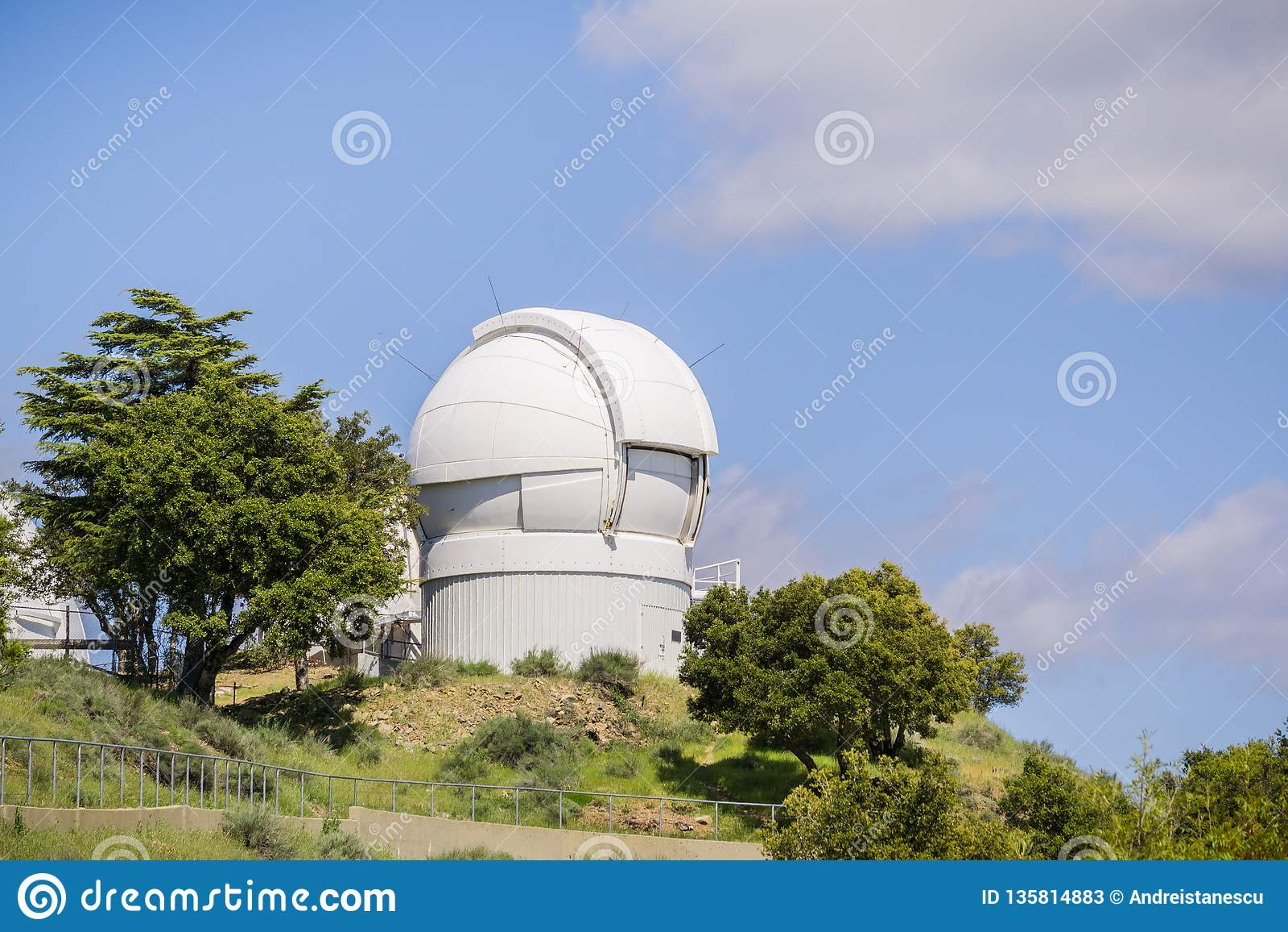 7. Mai 2017 San Jose /CA/USA - das automatisierte Planeten-Sucher-Teleskop (APF) auf Mt Hamilton, San Jose, San Francisco Bay Ber