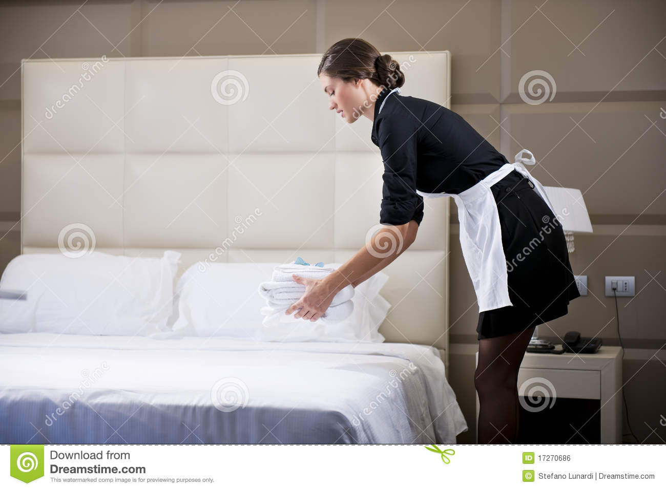 Maid Making Bed Royalty Free Stock Image Image 17270686