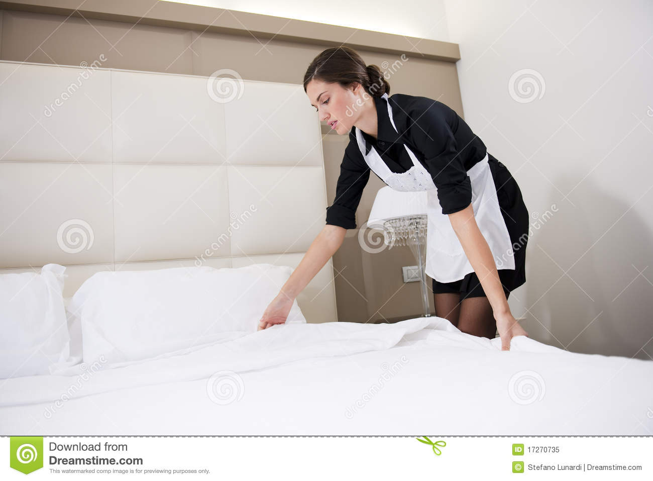 Maid making bed stock image image of bedroom room - Femmes de chambre synonyme ...