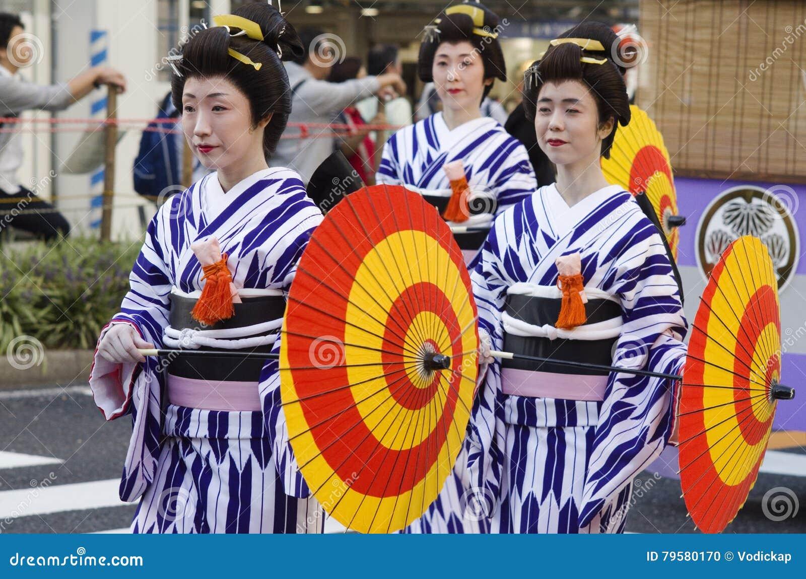Maiko на фестивале Нагои, Японии