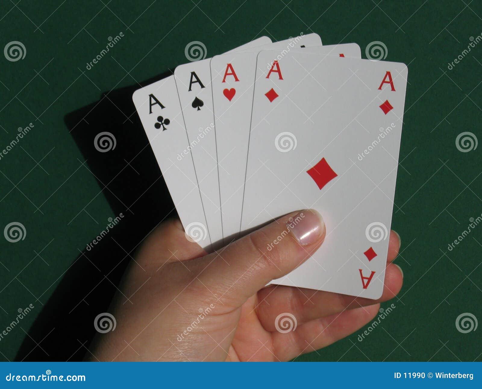 Main avec des cartes