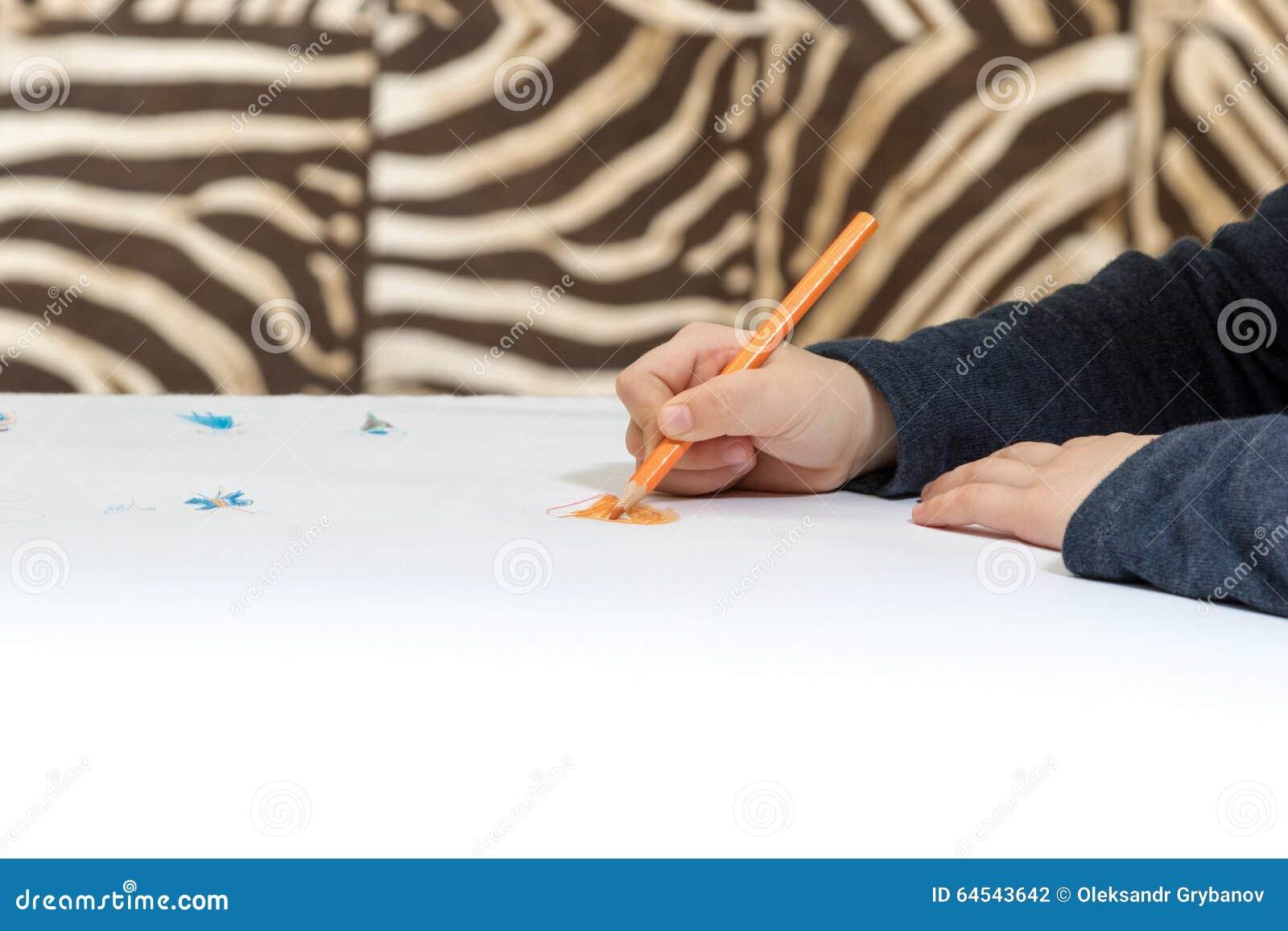 Main avec le coeur de dessin au crayon photo stock image - Main dessin crayon ...