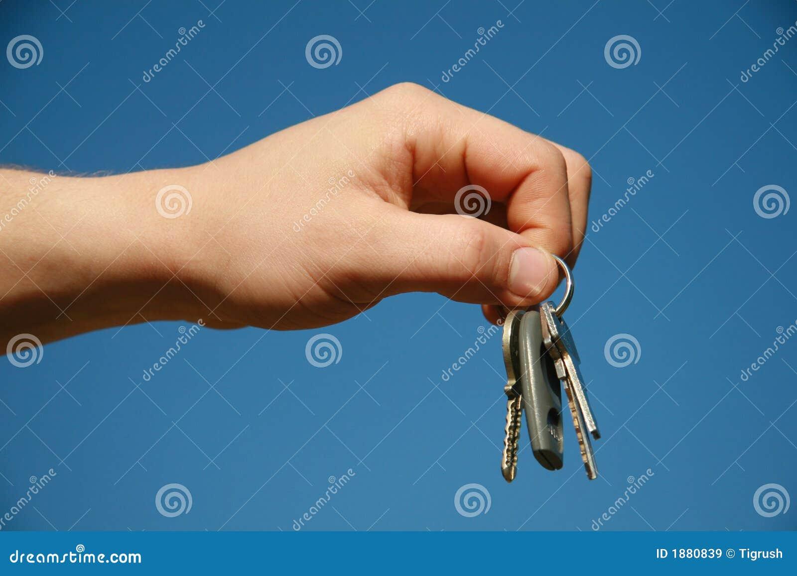 Main avec les clés