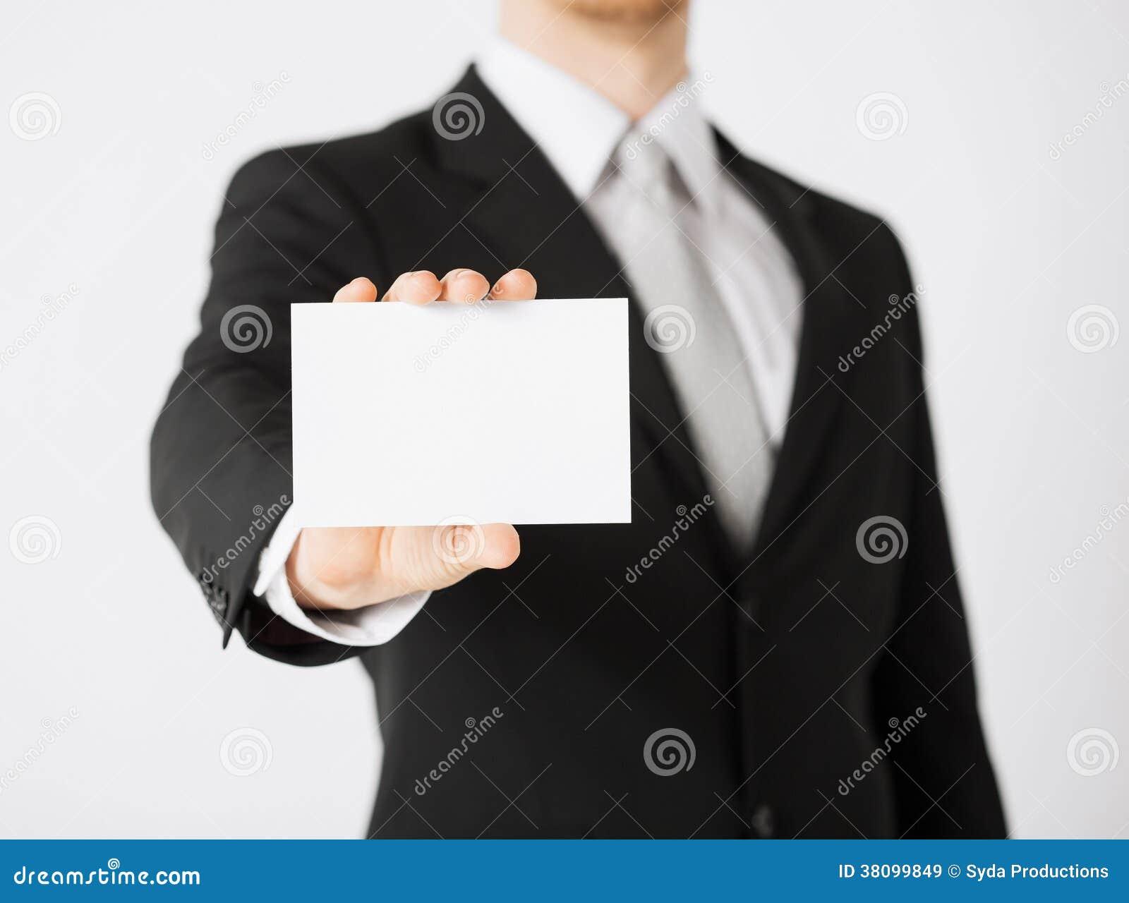 Main d homme avec le papier blanc