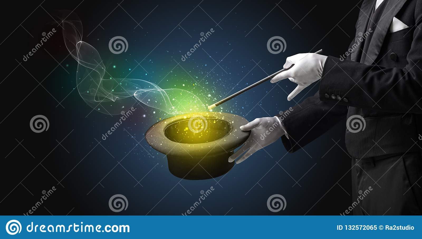 Main d illusionniste faisant le tour avec la baguette magique