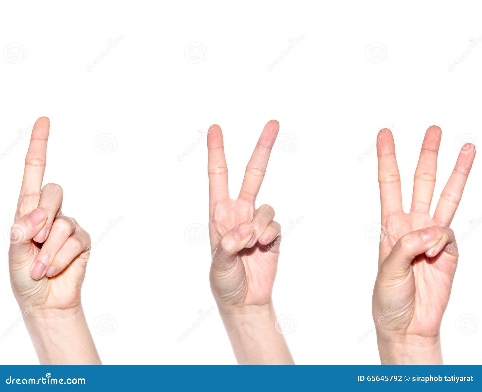 Main de femme faisant le signe numéro 1 2 et 3