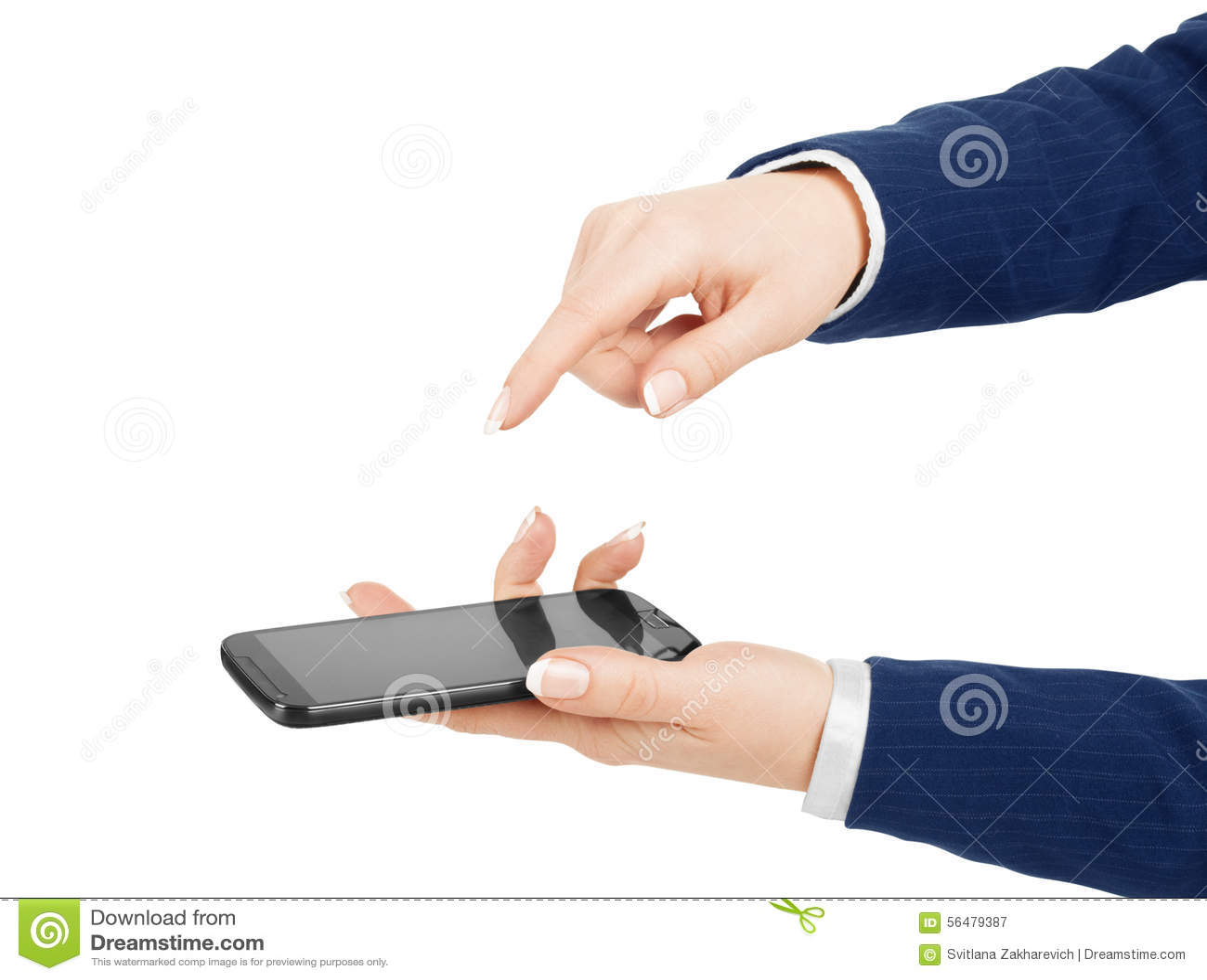 Main de femme tenant et touchant un écran de téléphone portable avec son t