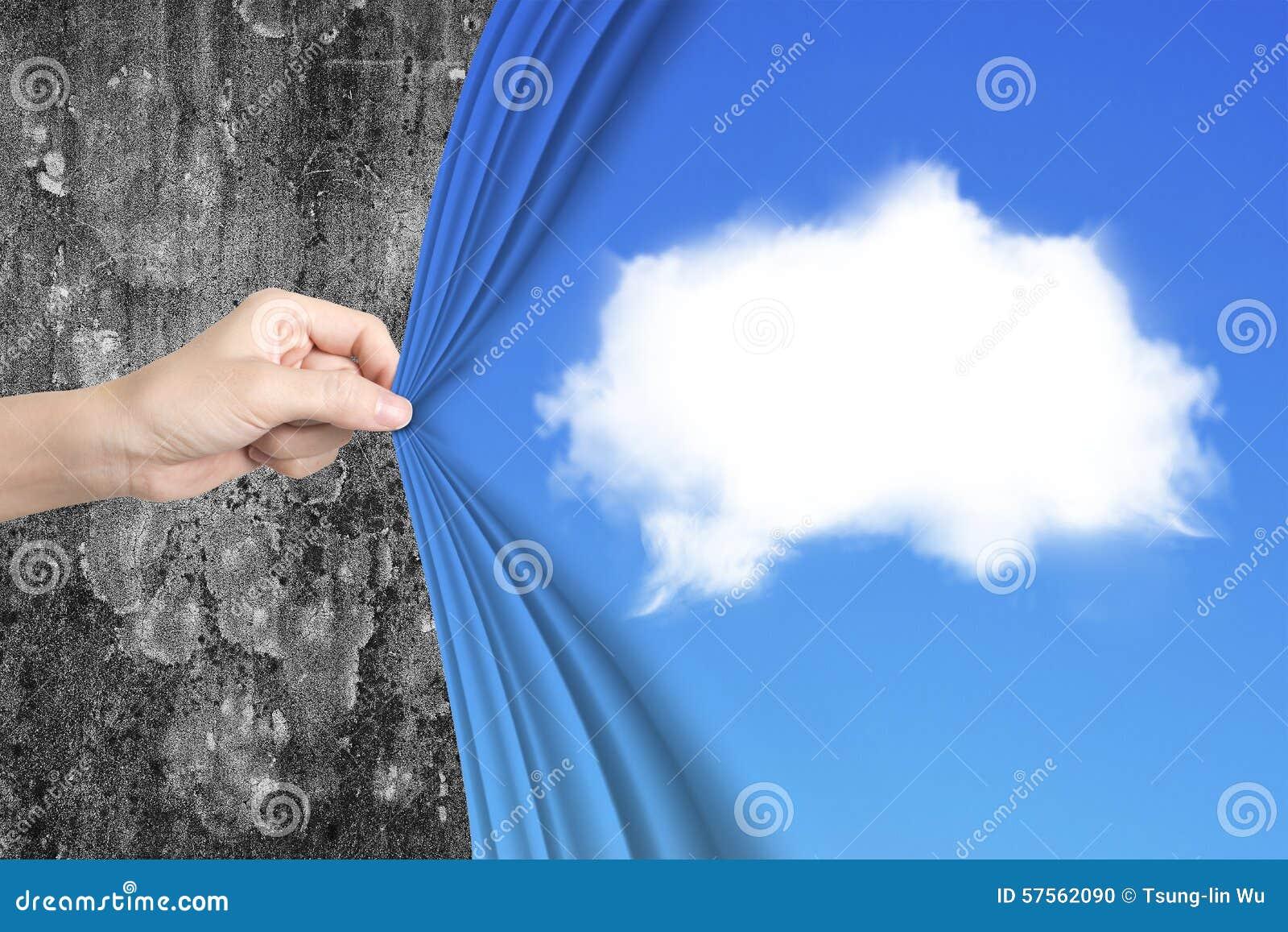 photo stock main de femme tirant le rideau bleu en nuage blanc couvrant vieux mur image