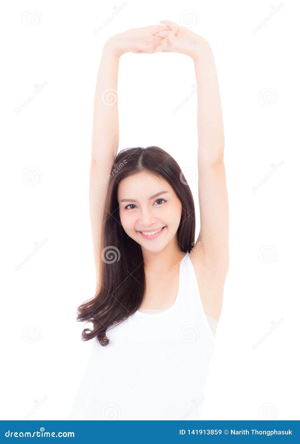 Main de sourire de bout droit de belle jeune femme asiatique de portrait avec l exercice et yoga d isolement sur le fond blanc