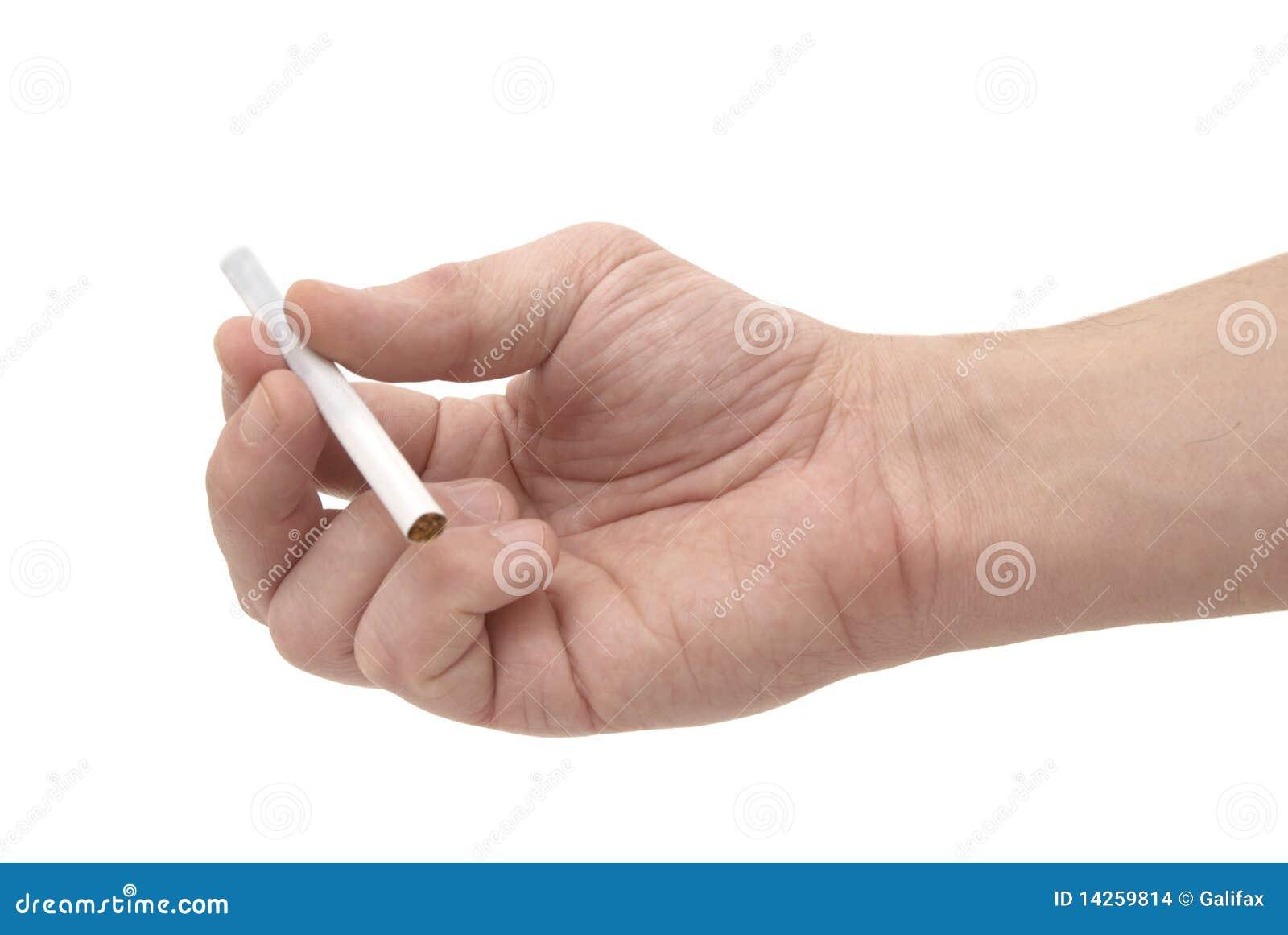 Main et cigarette