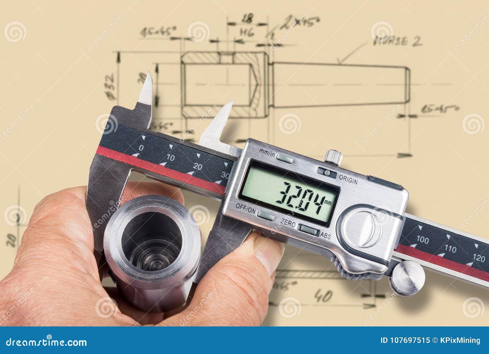 Main et outil de mesure numérique