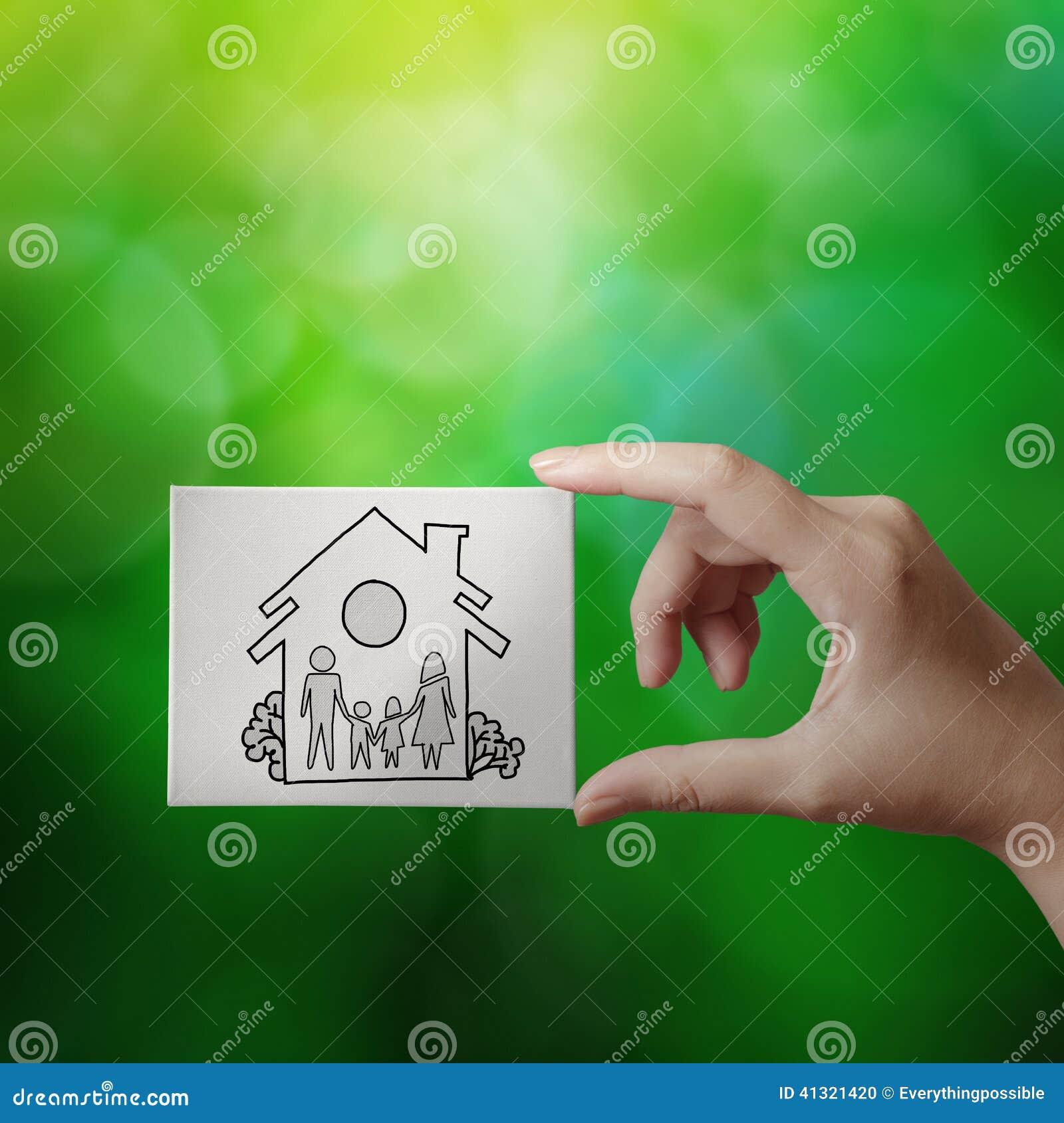 Main montrant la maison tirée par la main