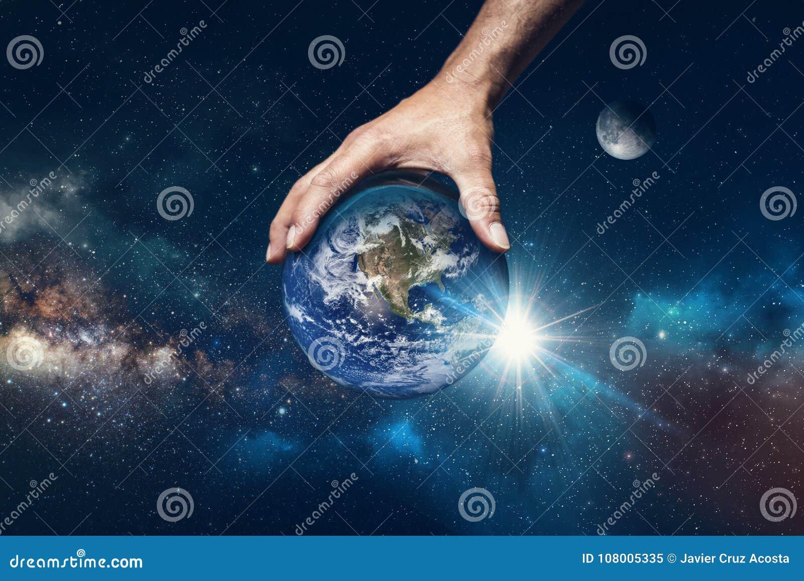 Main retenant le monde