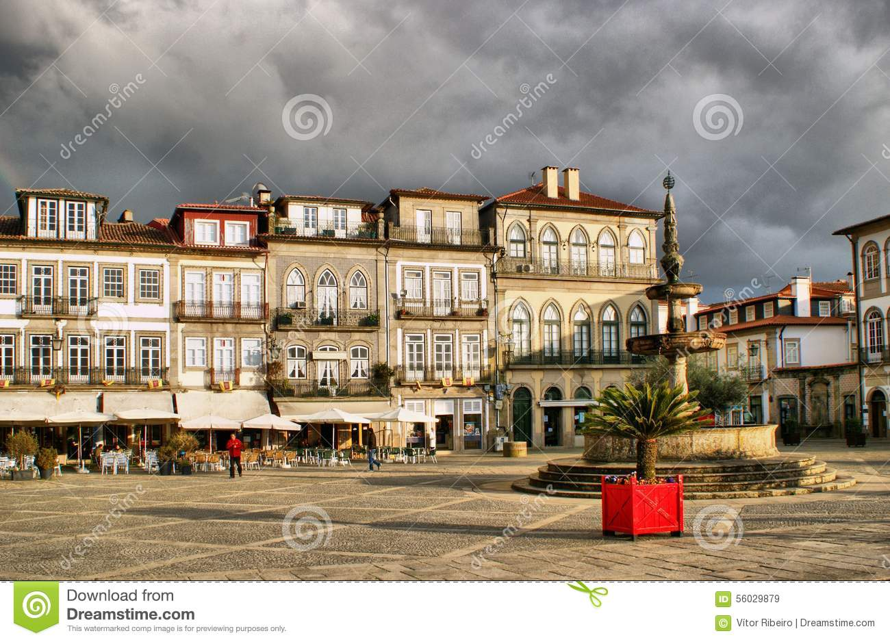 Main square Largo de Camoes