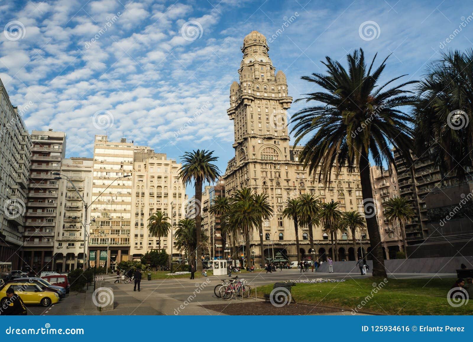 Main square in Montevideo, Plaza de la independencia, Salvo palace