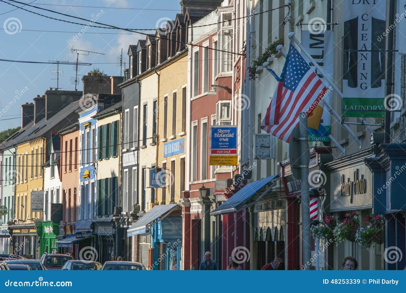 Main Street de Bantry en el condado Cork Ireland