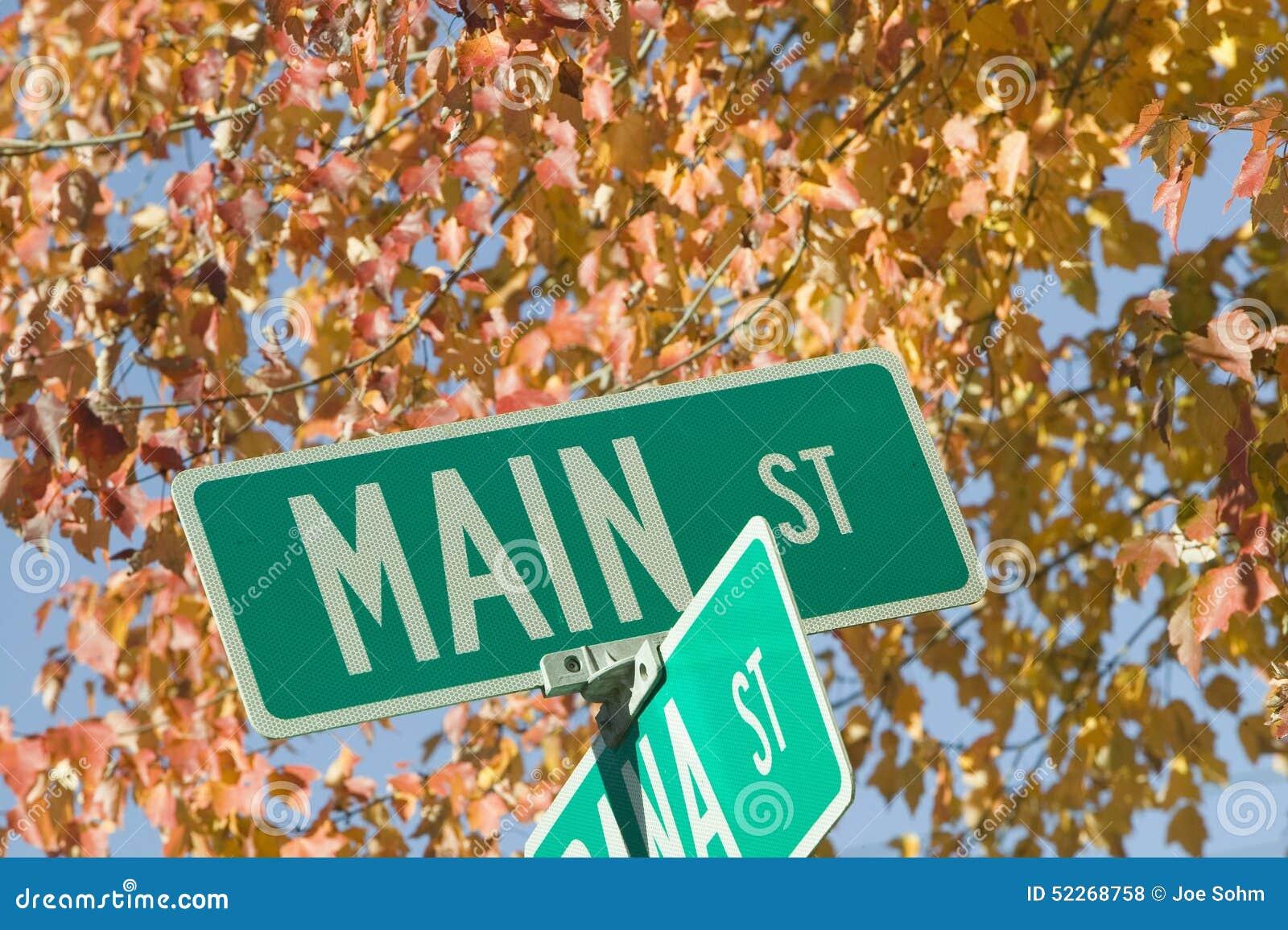 Main Street de V.S. en de herfstbladeren, New Hampshire, New England