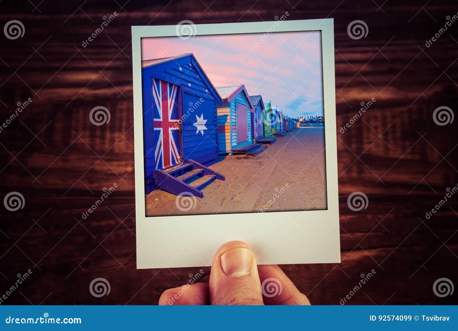 Main tenant la photographie polaroïd de Brighton Beach Boxes célèbre