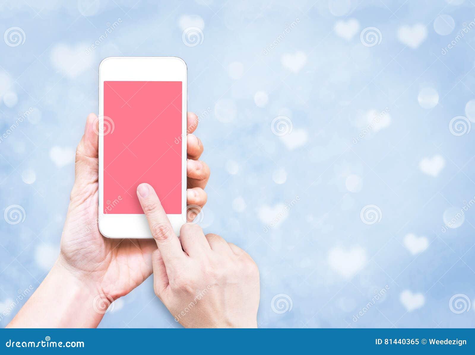 Main Tenant Le Telephone Portable Avec Le Contact De Doigt Sur L