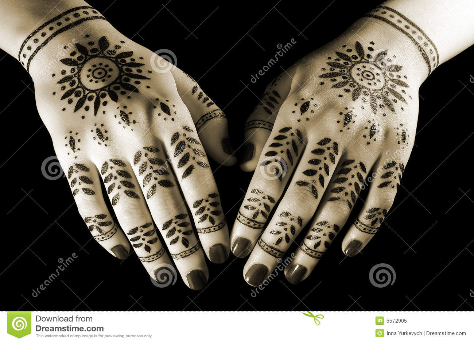 mains avec le tatouage oriental image stock image 5572905. Black Bedroom Furniture Sets. Home Design Ideas