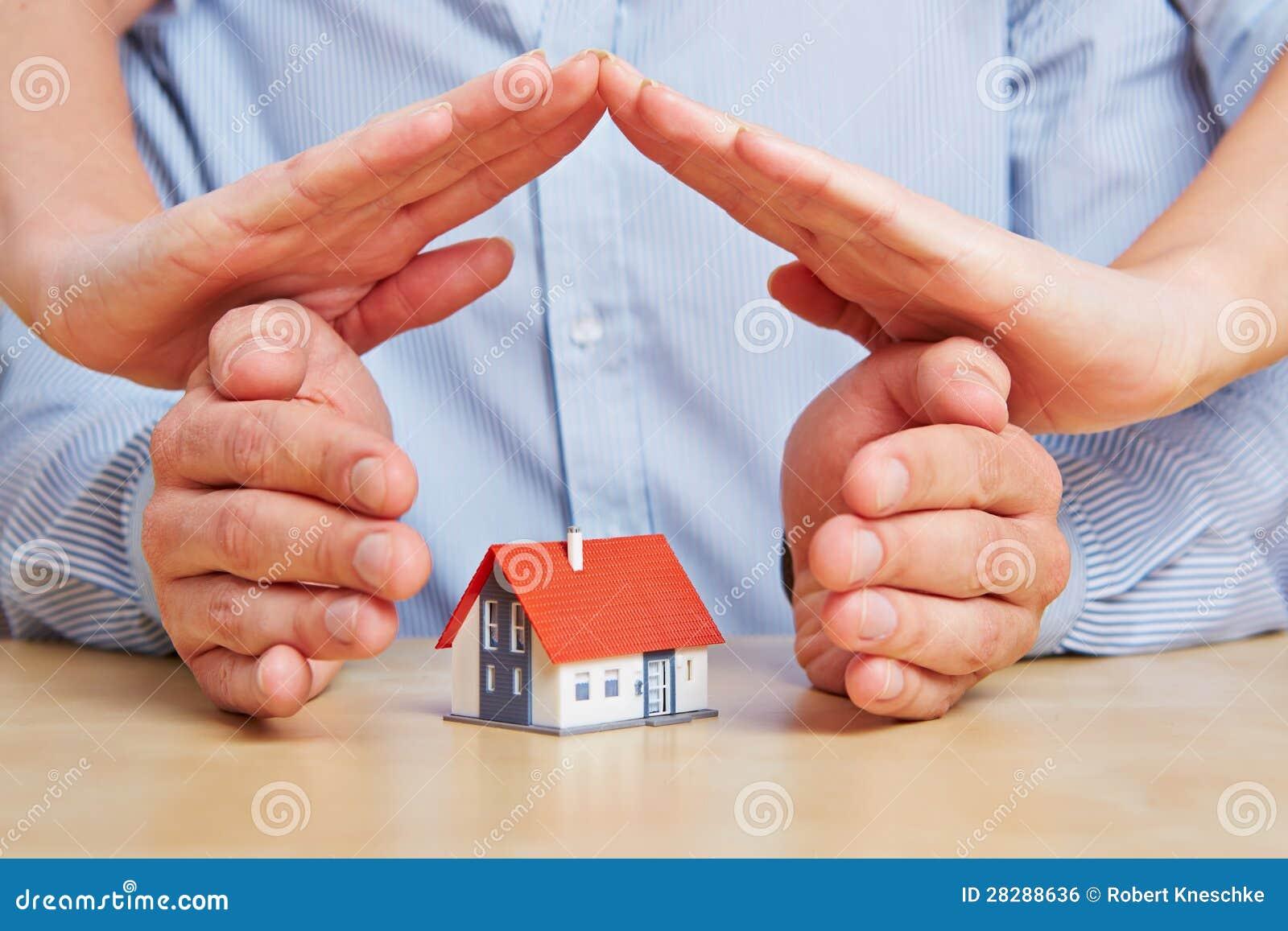 Mains Comme Toit Au Dessus D 39 Une Maison Image Libre De