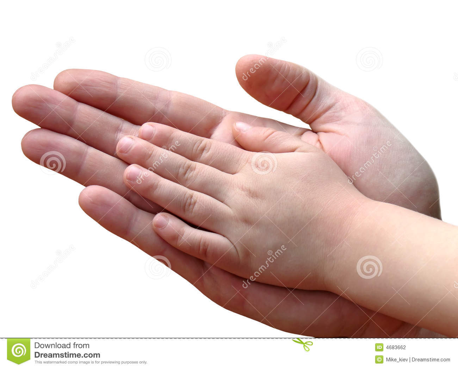 Mains d enfant et de parent ensemble